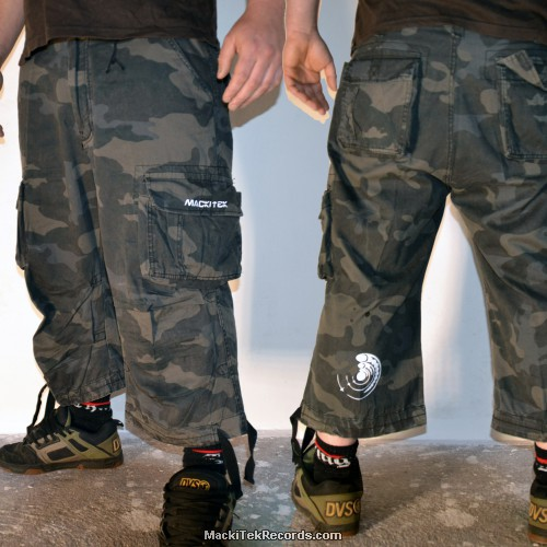 3-4 Pants Dark Camo Crop Circle 15